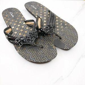 Clarks Black Gold Flip Flops Sandals Shoes 11